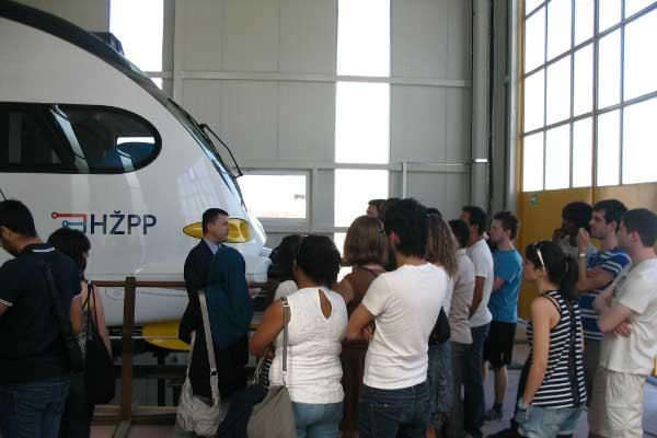 Studenti u ispitnoj stanici društva KONČAR - Električna vozila